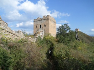 Some towers and parts of the wall along West Simatai are inaccessible due to deterioration, and are thus perilous, requiring a brief detour along the way to East Jinshanling.