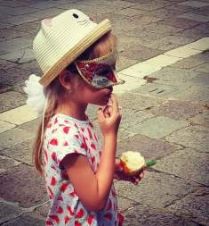 Venice child with mask.